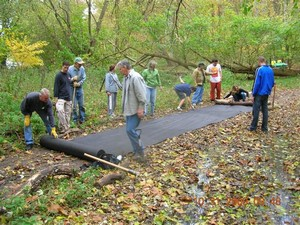 photo of volunteers maintaining trail